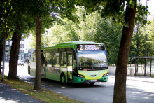 Linkki-linja-auto ajaa Puistokadulla.