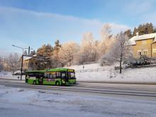 Linkki-linja 22 ajaa Taulumäellä talvimaisemassa